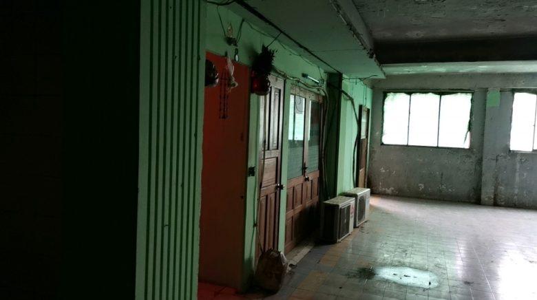 「Mingalar Cinema」の置屋の入口