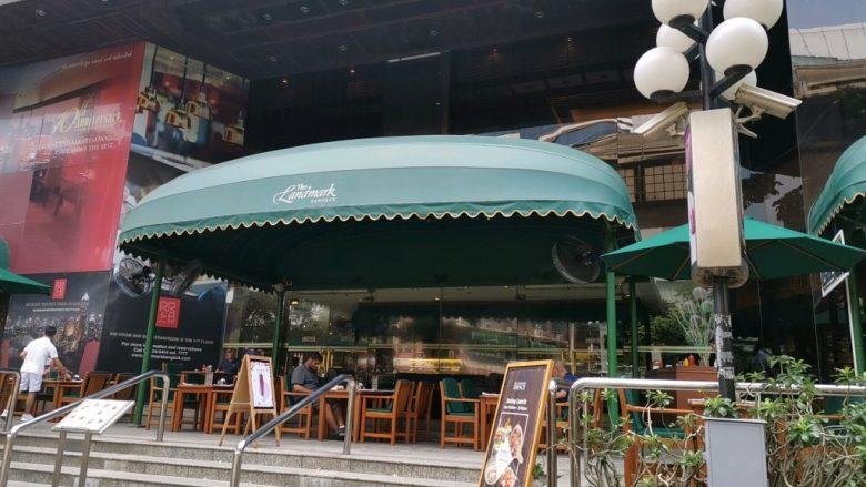The Landmark Bangkokホテルが左手に見える
