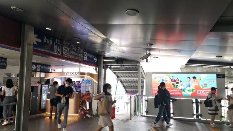 アソーク駅でターミナル21側の出口を出る